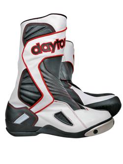 Na co zwrócić uwagę wybierając buty motocyklowe Daytona?
